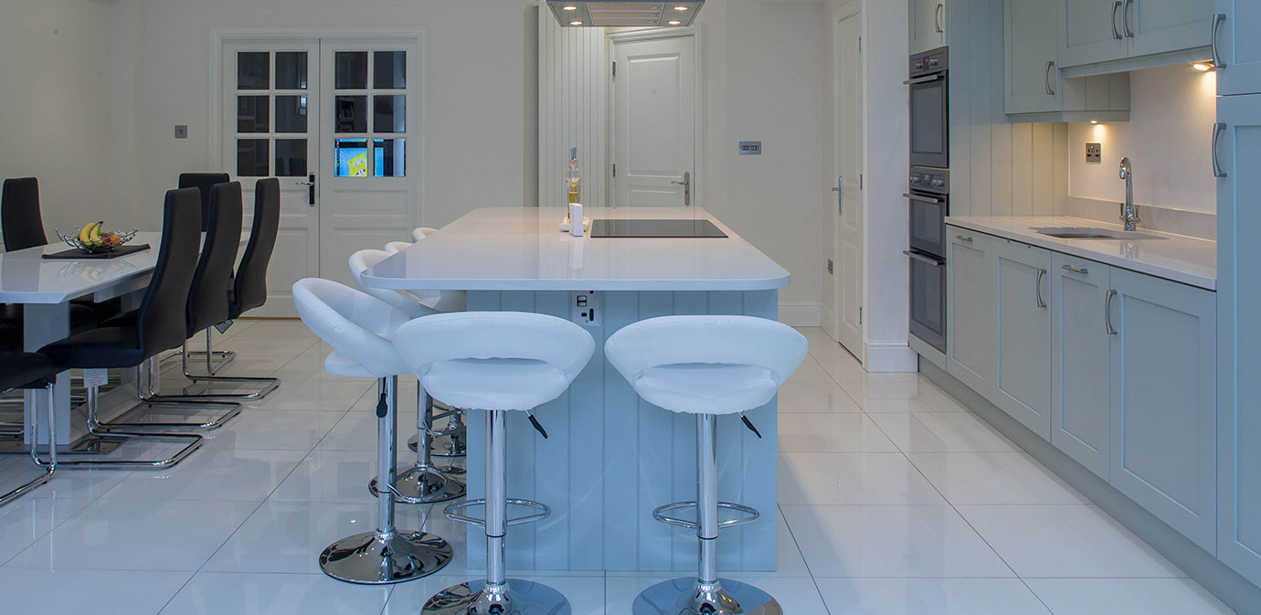 Contemporary Hampton Kitchen - Nolan Kitchens
