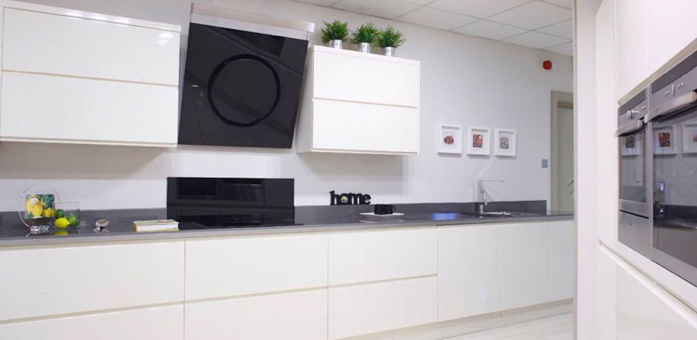 Nolan kitchens linear gloss kitchen for Linear kitchen design